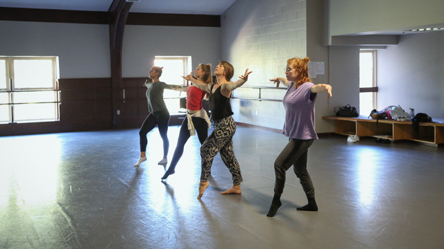 Beale leads School of Dance student in <i>The Rehearsal Artist<i> rehearsal